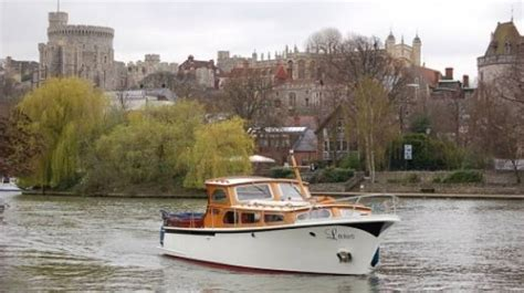 thames river boat experience take an autumnal river thames cruise on a chartered boat
