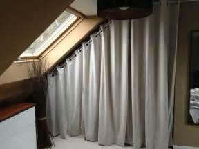 le brillant avec attractif rideau pour dressing sous pente