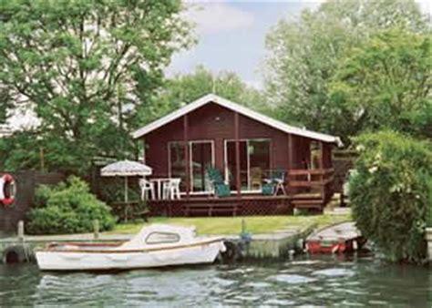 norfolk cottage hire norfolk broads cottages lodges for hire