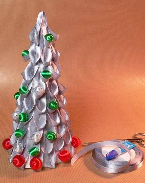 como decorar el arbol de navidad con cintas paso a paso decoraci 243 n de navidad 193 rbol de navidad con cintas de raso