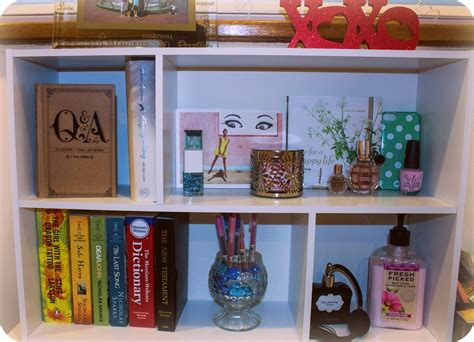 """The Minimalist Diaries: De-Cluttering my Desk Shelf"