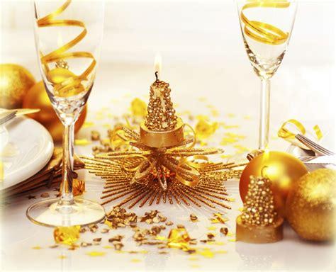 goldene kerzenhalter tischdeko zu weihnachten in gold und silber 32 ideen