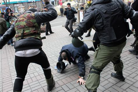 Officer Attacked by Ukraine Protests Israeli Ex Officer Leads Militant