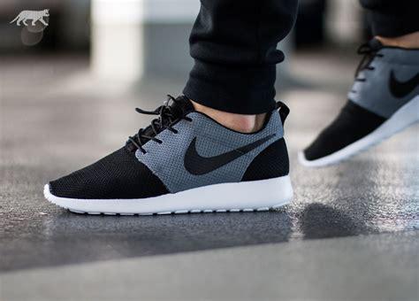 Nike One Black Black nike roshe one black black cool grey asphaltgold