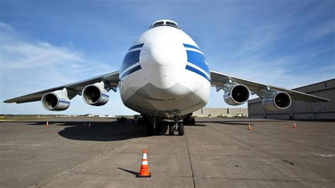 one of world s largest planes lands in duluth duluth news tribune