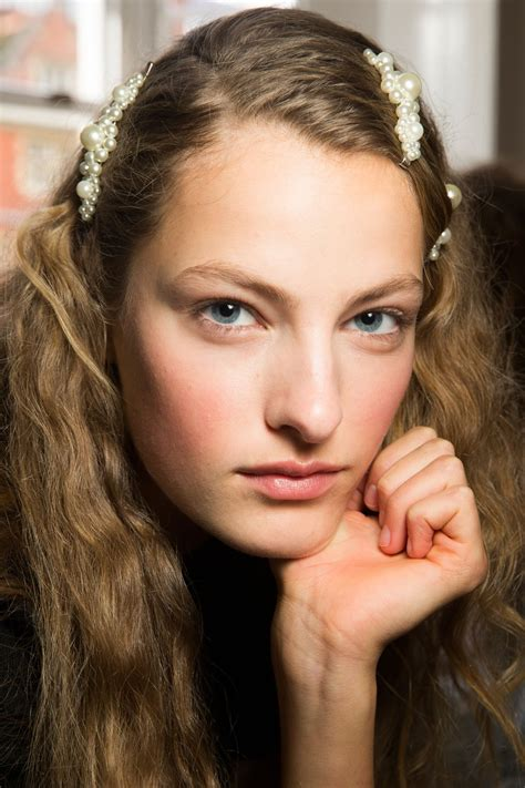 spring summer 2018 hair and makeup trends cosmopolitan spring summer 2018 backstage with british vogue beauty