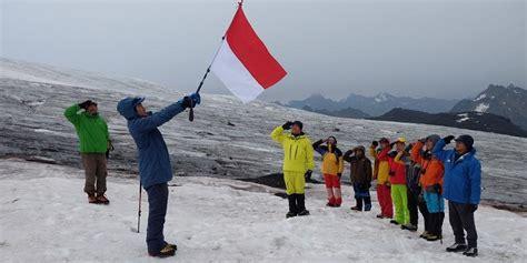 Kartu Pos Bendera Merah Putih hut ri bendera merah putih berkibar di gunung tertinggi di eropa nasional pos