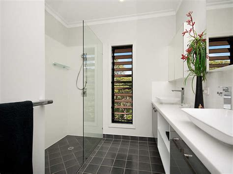 Modern Bathroom Windows Modern Bathroom Design With Louvre Windows Using Frameless Glass Bathroom Photo 138541