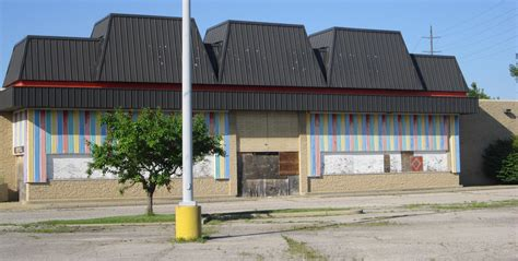 us stores abandoned toys r us stores are of a thing now