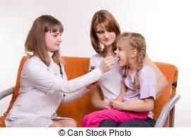 tu pediatra en casa m 233 dico examina visit doente lar child m 233 dico estoque de fotografias fa 231 a busca em