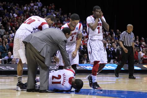 kevin ware bench reaction louisville cardinals react emotionally to kevin ware injury photos