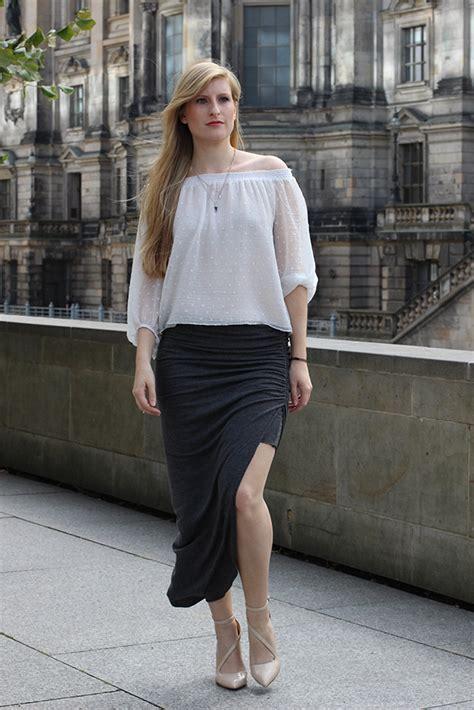 Tunik Shirt Caty offshoulder tunika vor dem berliner dom