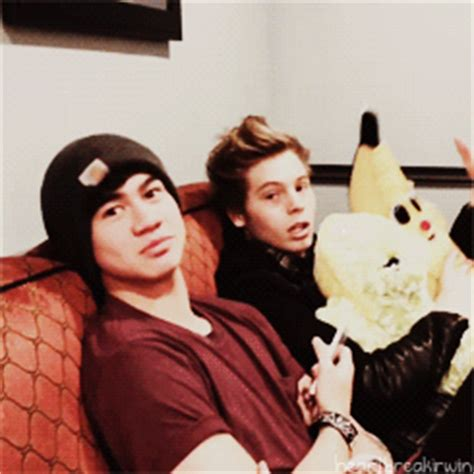 gif wallpaper nexus 5 cake 5sos gif www pixshark com images galleries with a