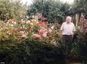 Garden Answer Age Britain S Oldest Gardener Is Still Tending Bushes And