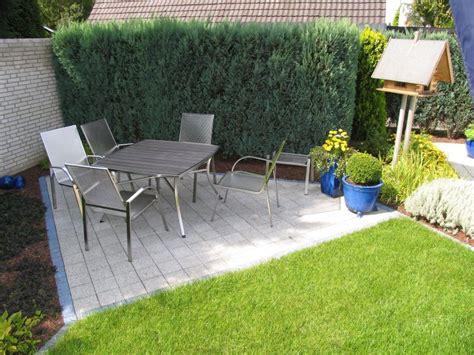 Vorgartengestaltung Mit Steinen 6392 bilder vom fertigen garten mit terrasse und eingewachsener