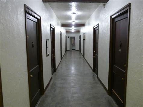 File:White corridor   Wikimedia Commons