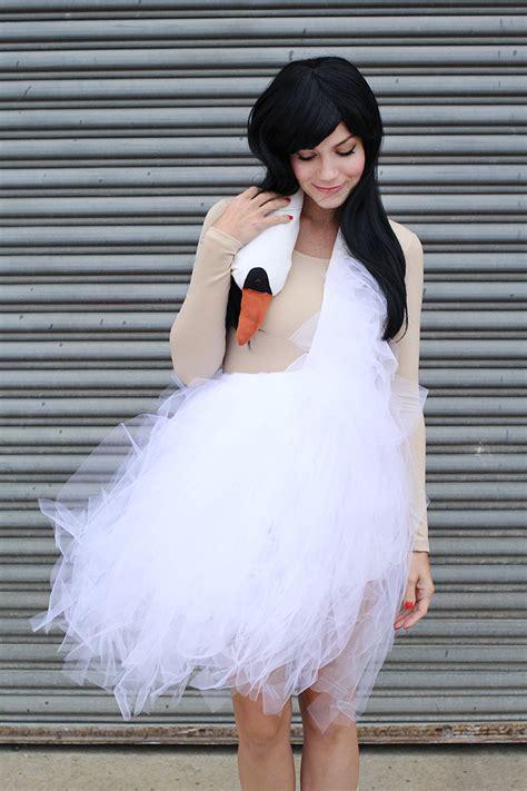 bjork swan dress diy bjork swan dress costume tutorial a beautiful mess