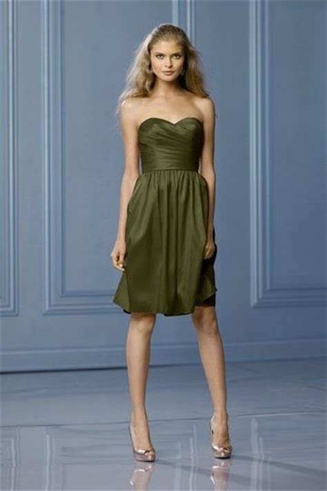 what color to wear to an what colour of shoes can i wear with an olive green dress