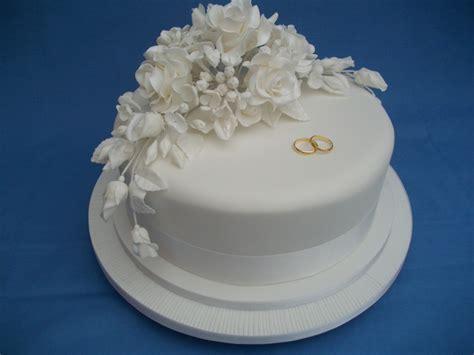 New Single Layer Wedding Cake A Single Tier Wedding Cake A Beautiful Plain White Cake