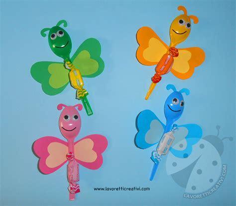 fiori fatti con cucchiai di plastica lavoretti accoglienza scuola farfalle con cucchiai di plastica