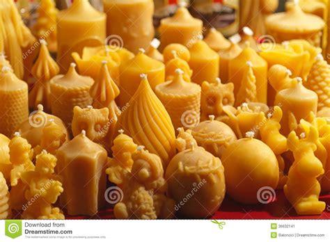 candele con cera d api candele della cera d api immagine stock immagine di luce