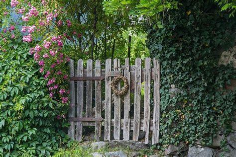 Vintage Garden by 5 Vintage Garden Gate Ideas For An Antique Look