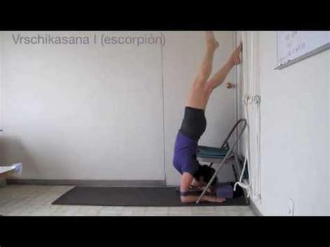 imagenes de yoga en silla uso de la silla en yoga iyengar youtube