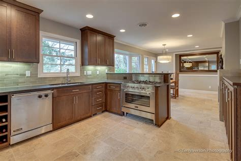 Kitchen Dining Room Flooring by Kitchen And Dining Room With Travertine Tile Floor Envision Interiors