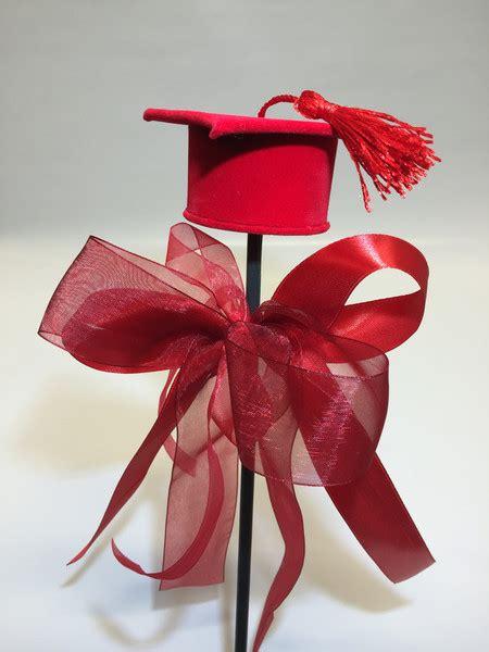 mazzo di fiori per laurea cappello laurea consegna a domicilio di fiori a siena