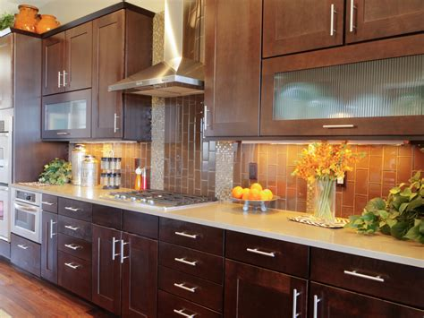 4 situations that call for a new kitchen cabinet