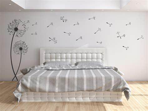 wandtattoos schlafzimmer wandtattoos wehende pusteblumen mit wegfliegenden samen