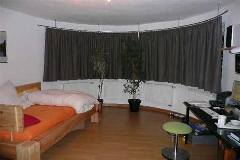 gardinenstange fur deckenmontage gebogene gardinenstangen mit rundrohren oder innenlauf