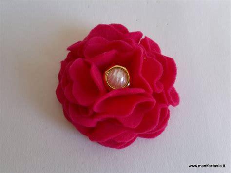 fiori di pannolenci come farli fiore di pannolenci tutorial schemi manifantasia