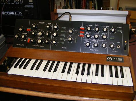 synth music file r a moog minimoog 2 jpg wikipedia