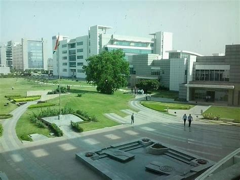 In Hcl Noida For Mba Marketing by Sez Cus Hcl Technologies Office Photo Glassdoor