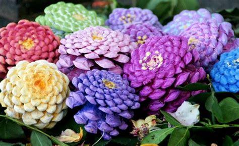 realizzare fiori realizzare fiori con le pigne diy