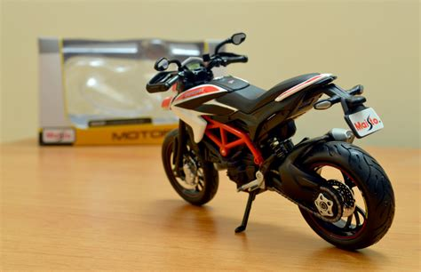 Maisto Motor Ducati 1 6 World Cycleseries maisto made 1 12 ducati hypermotord sp 2013 enters xdiecast garage xdiecast