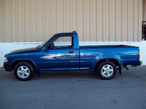 photo image gallery touchup paint toyota truck in bright blue metallic 8h8