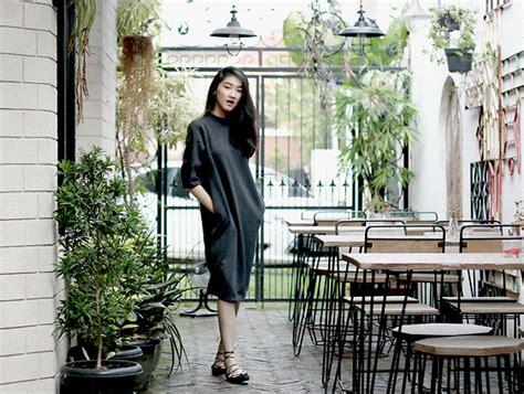 Leena Flatshoes pxkin xee vang shirt dress black booties blue belt