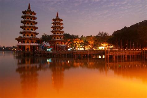 places to visit lotus lake kaoshiung taiwan beautiful places to