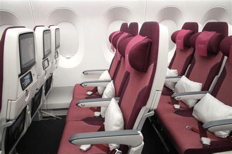369972 first man ke premier en f 246 rsta titt qatar airways business class och economy