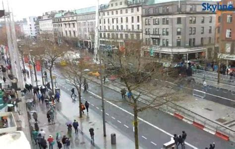 dublin live cam live oconnell street the spire dublin city centre people