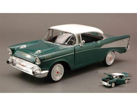Motormax 1957 Chevy Bel Air Skala 124 Hijau motormax mtm73228mg chevy bel air 1957 green met white roof 1 24 modellino