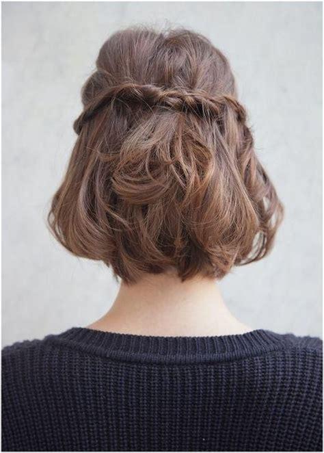 Cute half up braid hairstyle for medium short hair via