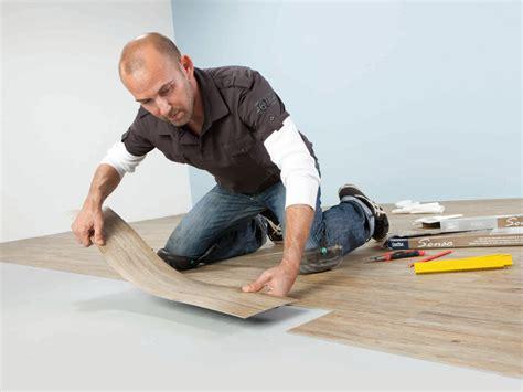 fliesen designs für küchen böden wohnzimmer wandgestaltung rot