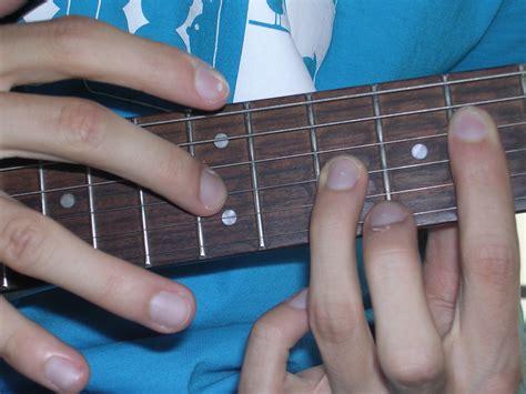 cara bermain gitar dengan tangan kiri belajar bermain gitar membaca tablatur hammer dan tapping