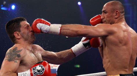 Boxen: Arthur Abraham bleibt trotz Fingerbruch Weltmeister E Boxen