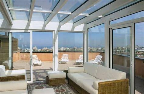 chiudere terrazza chiudere terrazzo per ricavare stanza vetrate