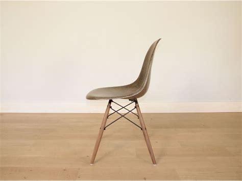 chaise eames fibre de verre chaise charles et eames fibre de verre original verte