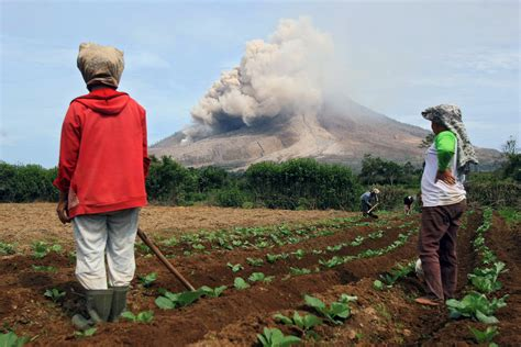 living on the volcano why do people still live next to an active volcano